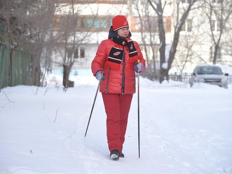 Омичей бесплатно учат ходить со скандинавскими палками