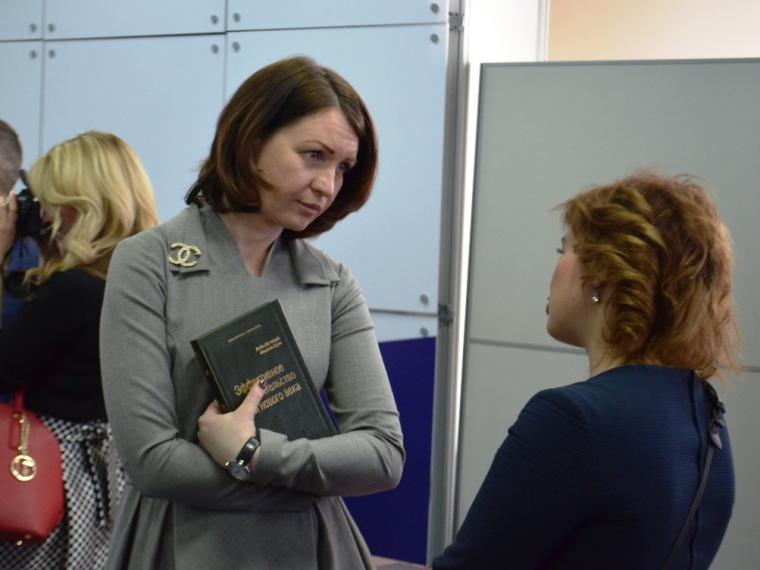 Бурков на ИТ-форуме назвал Фадину «крестной» цифровой экономики Омской области
