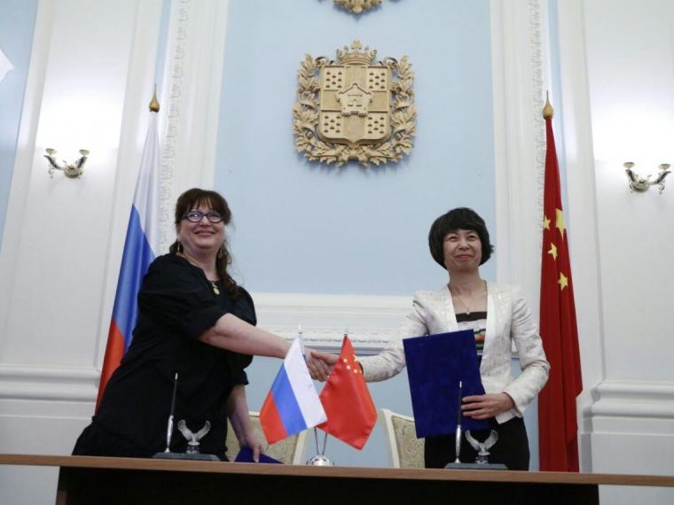 Китайская делегация назвала главы города Омска «хорошей подругой»