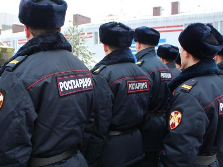 Василий Пискарев поздравил росгвардейцев спрофессиональным праздником