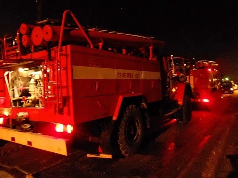 В поселке Таврическое из-за пожара без жилья остались две семьи