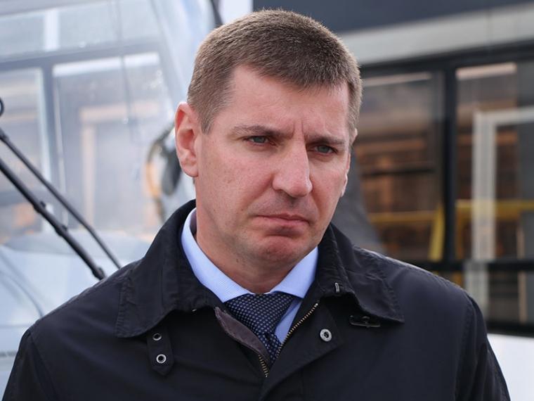 Руководитель  дептранспорта Омска Мартыненко уходит вотставку
