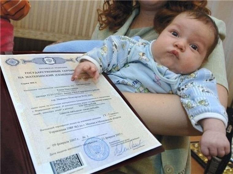 В Омской области 90 семей получают выплаты на второго ребенка