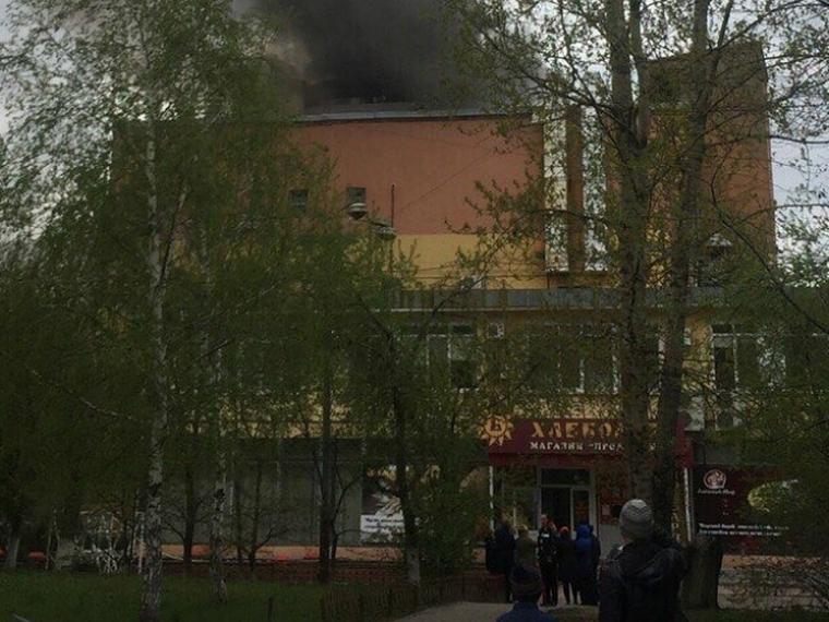 Омские спасатели потушили пожар на «Хлебодаре»