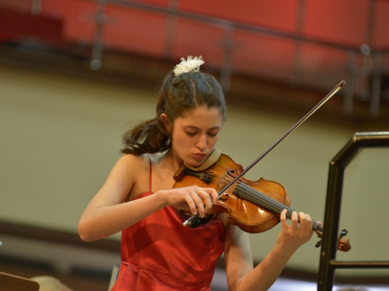 Испанка Мария Дуэньяс увозит изОмска раритетную скрипку Дегани
