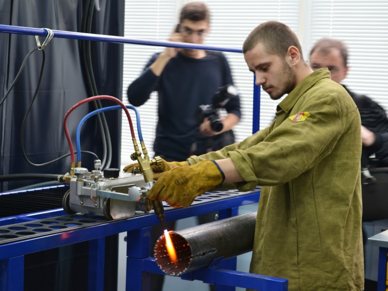 Омские учебные заведения будут выпускать рабочих и инженеров нового поколения