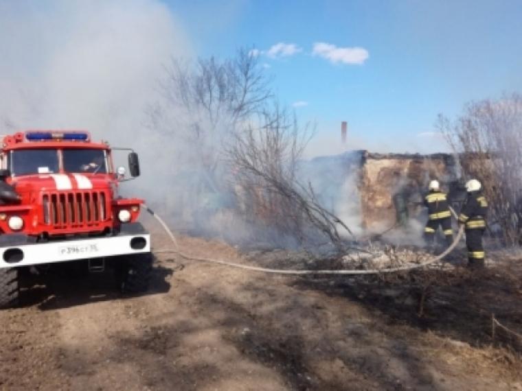В Омской области маленькие дети спалили дом