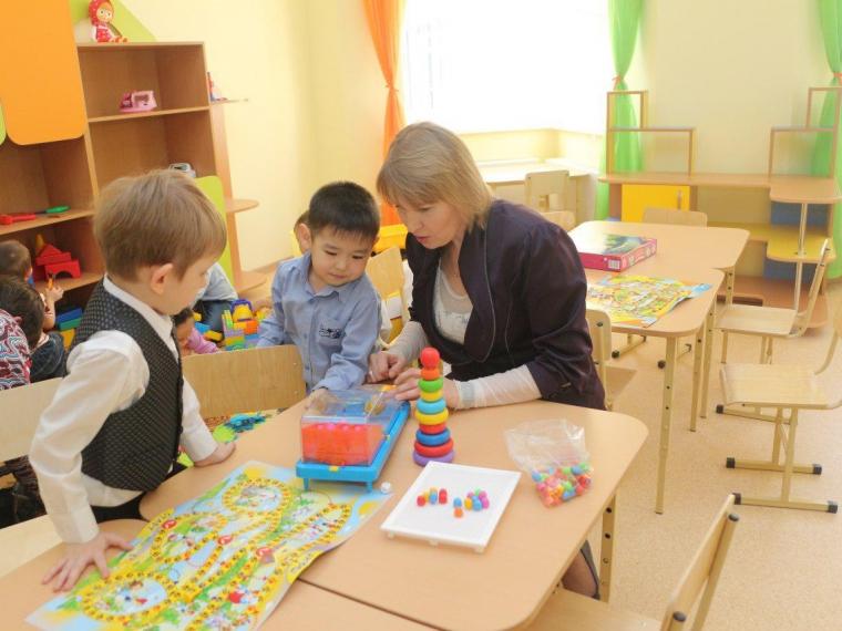 Сельские работники детсадов и допобразования будут получать «подъемные»