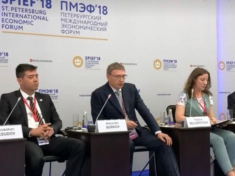 На Петербургском экономическом форуме Бурков поделился омским опытом создания российско-китайского бизнес-инкубатора