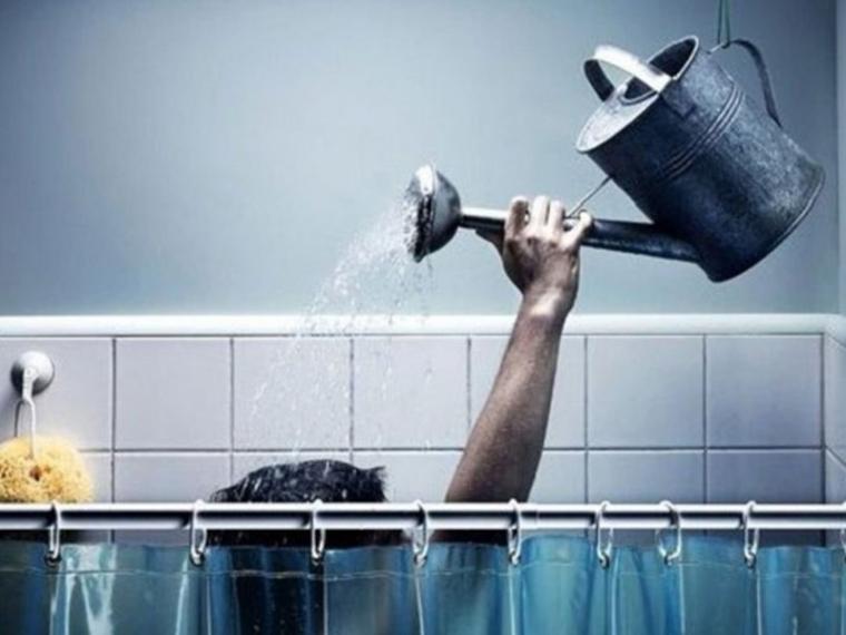 Коммунальщики все же решили отключить омичам горячую воду