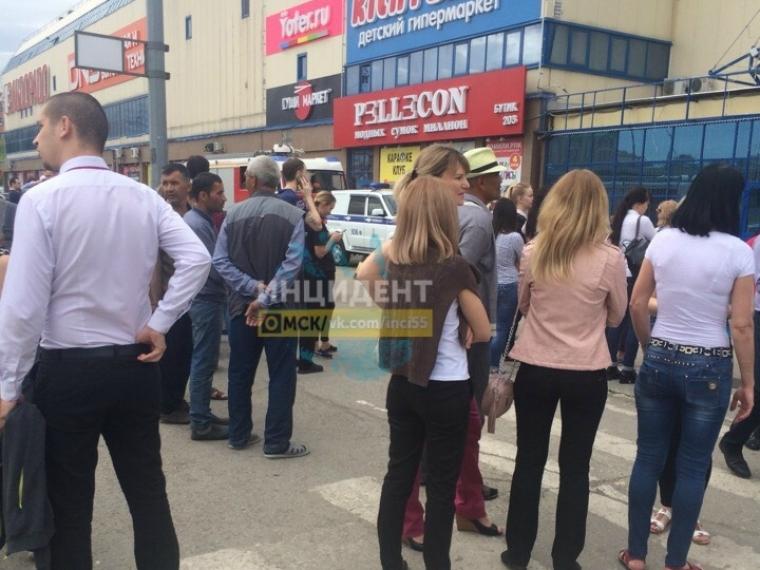 В Омске вновь эвакуировали торговые центры