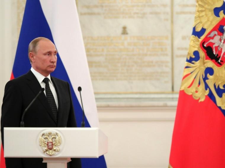 Президент Путин поздравил главу региона Буркова и всех омичей с общенациональным праздником