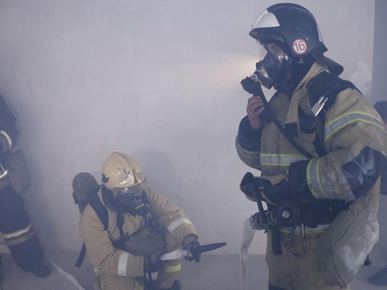 Омские росгвардейцы помогли пожарным спасти из горящего дома семейную пару