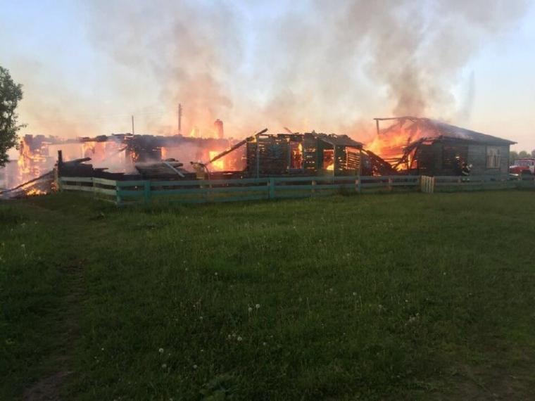 На севере Омской области пожар уничтожил деревенский ДК