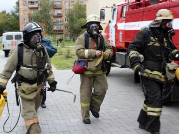 Спасатели помогли 68-летнему омичу выбраться из горящей квартиры