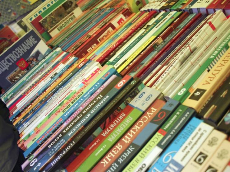 Омским школам могут сократить перечень  дозволенных учебников