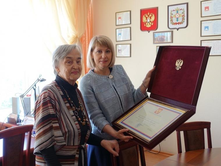 Учительница математики из Омска получила почетную грамоту президента РФ