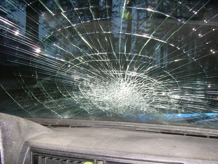 Омская полиция ищет водителя иномарки, который сбил пешехода и скрылся