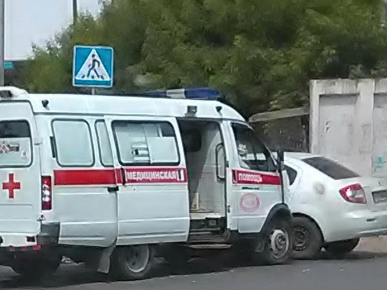 В Омске карета скорой помощи с пациентом попала в аварию