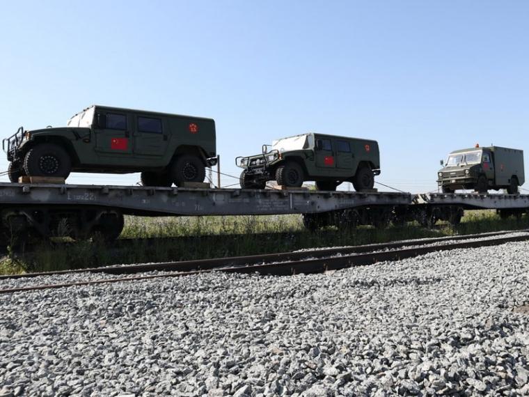 ВОмск приехали бронированные машины изКитая