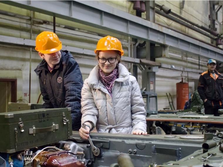 В Омске ракетно-космический класс проводит набор школьников