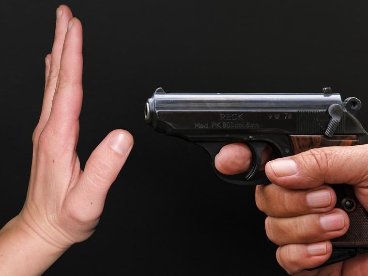 Крутинского депутата лишили полномочий после угроз с пистолетом