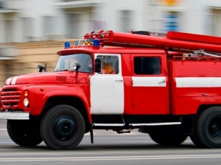 В Омске из горевшей девятиэтажки эвакуировались жильцы