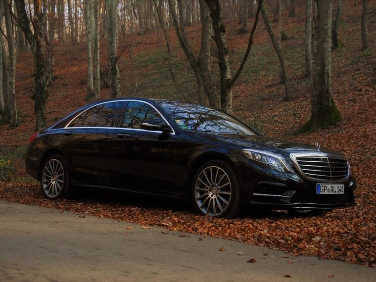 Названы самые известные модели авто представительского класса вПетербурге