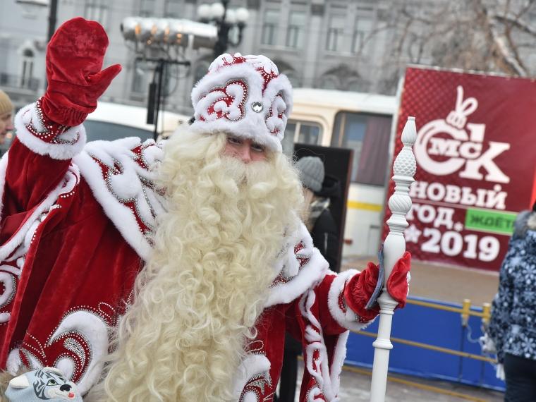 В Омске выбрали лучшего Деда Мороза и Снегурочку #Культура #Омск