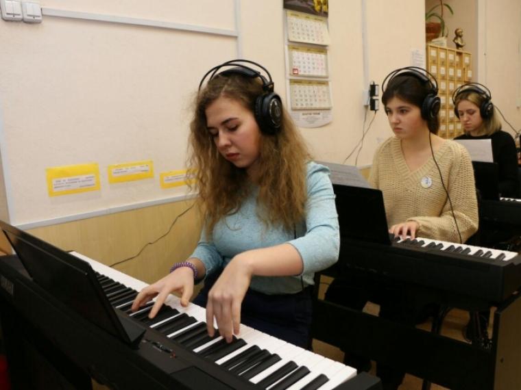 На обновление омских школ искусств направят 192 миллиона рублей #Культура #Омск