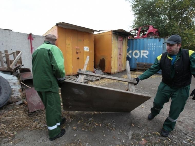 С китайской оптовки в Омске уже вынесли около сотни контейнеров #Экономика #Омск