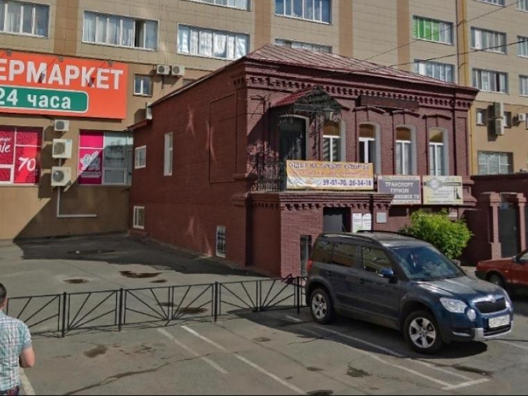 ВОмске суд обязал бизнесмена убрать рекламу с монумента архитектуры