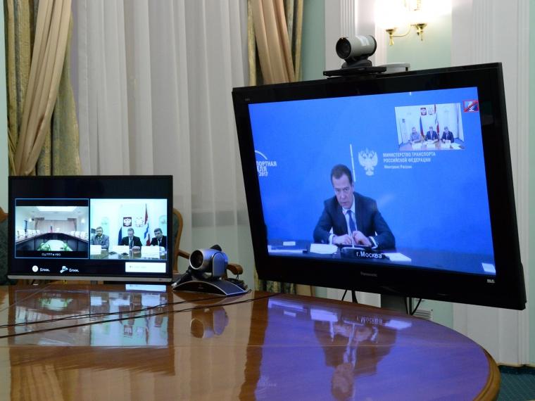 Андрей Бочаров обсудил развитие дорожной области сДмитрием Медведевым
