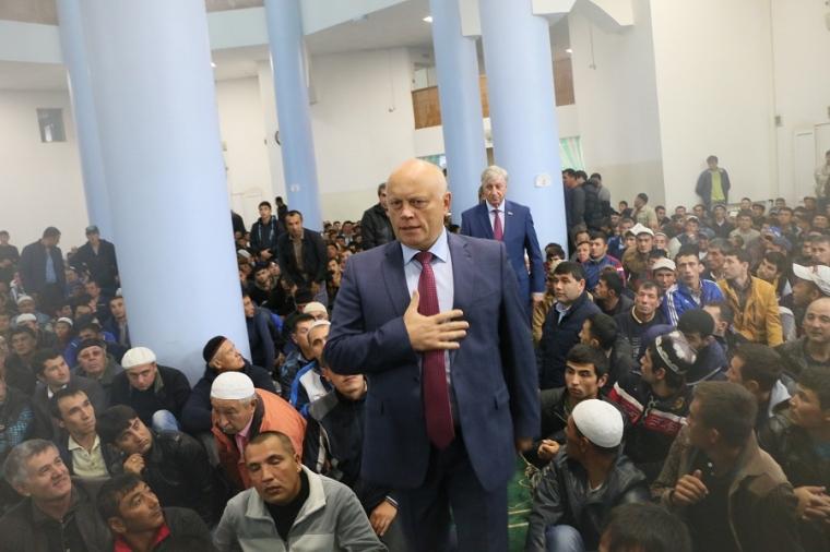 Десятки тыс. людей собрались напраздновании Курбан-байрама в столице