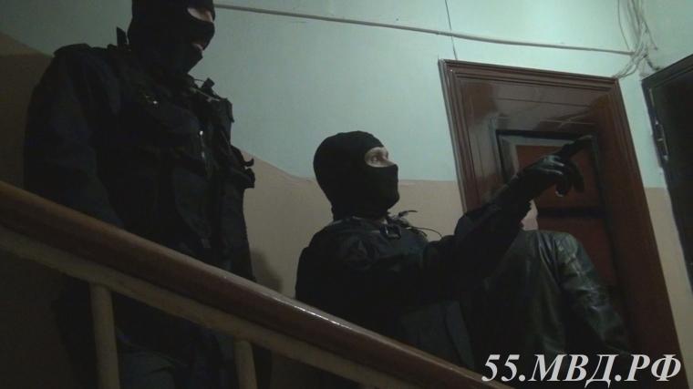ВОмске СОБР повязал сутенёров, накоторых работали девушки в 6-ти квартирах