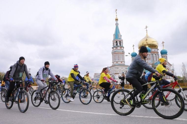 Глава региона проехал пятикилометровую дистанцию на празднике «ВелоОмск-2018»