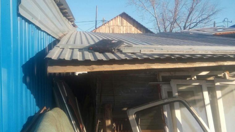 ВОмске работники  Росгвардии догнали правонарушителя  покрышам домов