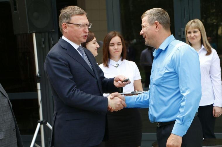 Глава региона вручил представителям соцслужб ключи от новых машин