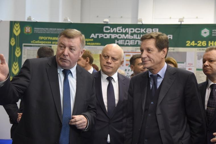 Губернатор Виктор Назаров вручил ключи от авто лучшим аграриям