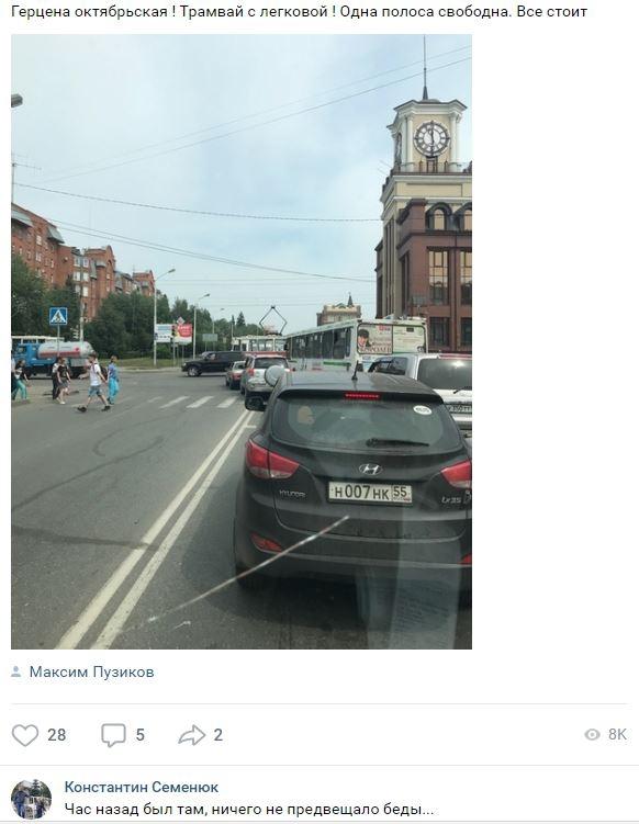В центре Омска столкнулись трамвай и легковой автомобиль
